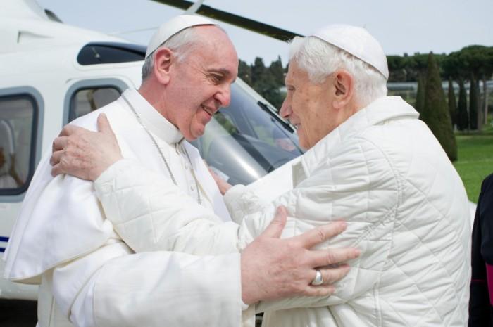 Treffen sich zwei Päpste